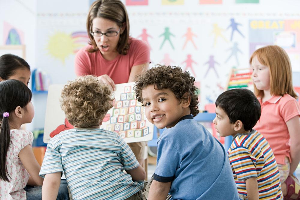 外国小孩上课 素材