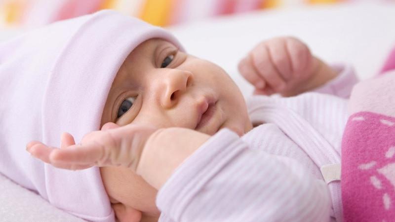 宝妈需要掌握,给宝宝修剪指甲的小技巧